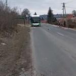 Betonfalnak rohant egy autó Miskolcon
