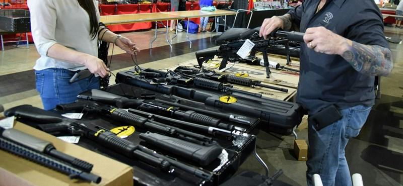 Tinédzserek kényszerítenék térdre az amerikai fegyverlobbit a floridai mészárlás után