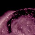 Találtak egy óriási lyukat a Napon, ami részecskéket lövell ki magából
