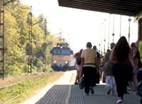 Beszippanthatta a tehervonat alá a menetszél a peronon álló nőt Zuglóban
