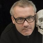 Ingyen megmutatják jövőre Londonban Damien Hirst gyémántkoponyáját
