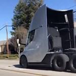 Van benne akarat: videón a Tesla villanykamion gumiégetős gyorsulása