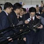 Fordulat a Samsungnál: kiengedték a cég vezetőjét