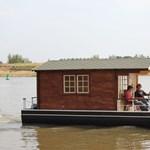 Rakja össze saját úszó hétvégi házát a Tisza-tóra!
