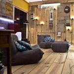 Digitális nappali hajópadlók között