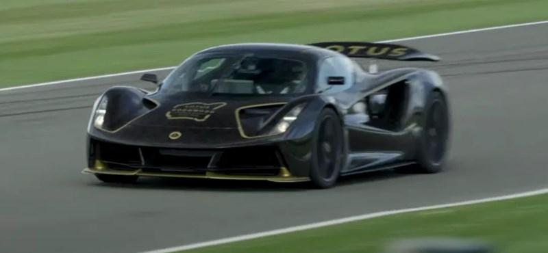 Így száguld a 2000 lóerős Lotus elektromos autó