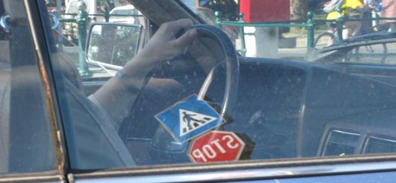 Jön a szigor a forgalmi vizsgán: aki nem vezet eleget, nem szerezhet jogosítványt
