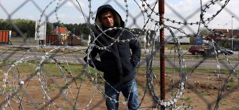 Az éjjel Vámosszabadiba és Balassagyarmatra vitték át a menedékkérőket