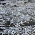 Beszakadt a halastó jege két kisfiú alatt Biatorbágyon