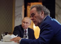 Oliver Stone-t bedarálta az orosz propaganda