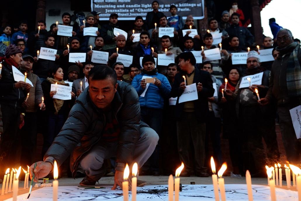 afp. Nepál, Katmandu -  lövöldözés Párizsban, Párizsi vérengzés, Charlie Hebdo, túszejtés, túszdráma, Dammartin-en-Goele, 2014.01.09.