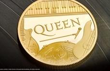 Freddie Mercury még sohasem került ilyen közel a királynőhöz
