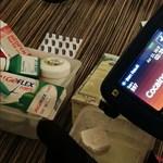 Videón, ahogy a rendőrség és a TEK lecsap a drogterjesztőkre