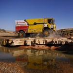 A magyar csapat kamionja elrepült az afrikai terepralin
