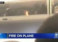 Tűz a repülőn: kigyulladt az akkumulátor, előkerült a tűzoltó készülék – videó