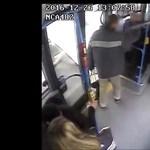 Gázspray-vel fújta le utastársát egy férfi a 7-es buszon – videó