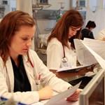 Több mint háromszáz orvos költözött külföldre január óta