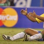 Már Pelé is lobbizik Ronaldinhóért, aki mégis kihagyhatja a foci-vébét