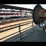 Videó: megafonos akció Párkányban
