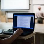 Egyre több diák jegyzetel laptopon vagy mobilon – nekik mindannyiuknak van egy elég rossz hírünk