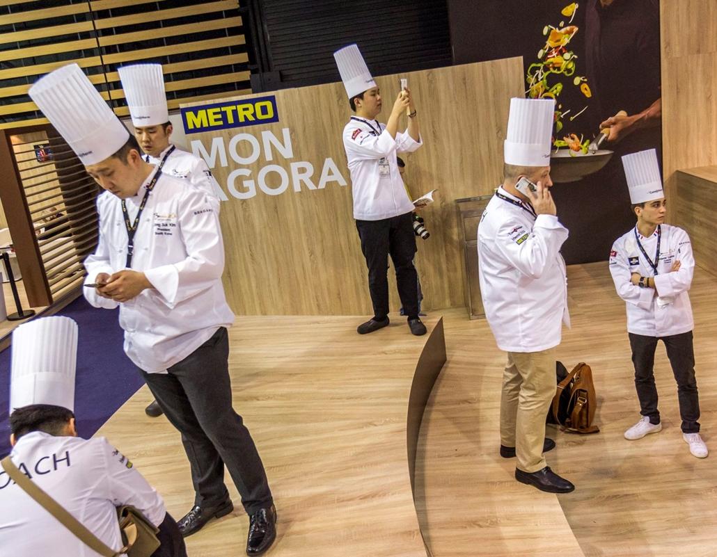 mti.17.01.23. Séfek a Bocuse d'Or szakácsverseny döntője előtti napon Lyonban a SIRHA nemzetközi vendéglátó-, szálloda- és élelmiszeripari kiállításon 2017. január 23-án.