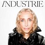 A Vogue Italia főszerkesztőnője a címlapon