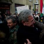 Háromlábú, mégsem puccs: profilt vált az MSZP