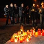 Mécsesekkel emlékeztek a Hummerrel elgázolt rendőrre