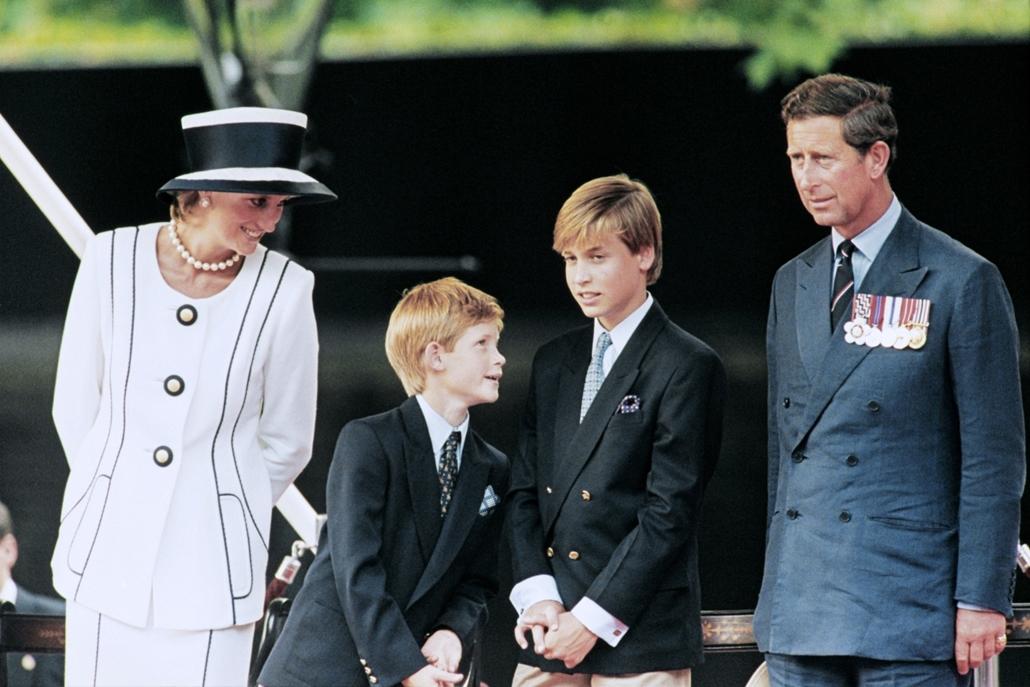 afp.95.08.19. - London, Egyesült Királyság: Diana hercegnő és Károly herceg gyermekeikkel, Vilmossal és Henrik 1995 augusztusában.
