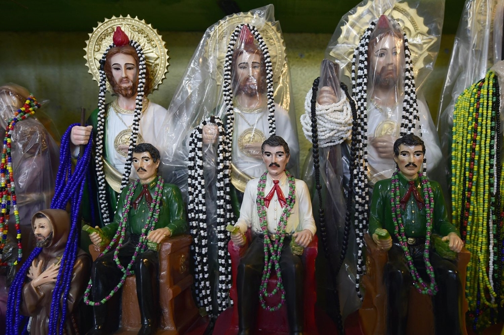 afp.16.12.11.  Jesús Malverde, a drogkartellek védőszentje