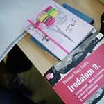 Indul a tanév: idén minden iskolába megérkeztek a tankönyvek