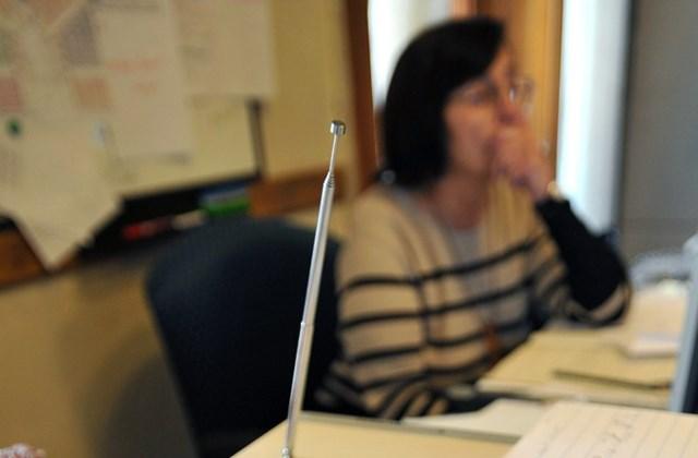 Ceruzák az asztalon a parlamenti gyorsírók irodájában.
