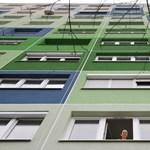 Továbbra is pörög a lakáseladás