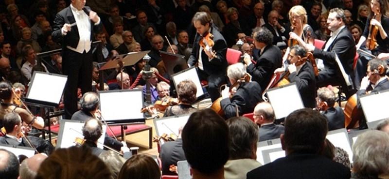 Hatalmas sikere volt a magyar zenekarnak Párizsban tegnap este
