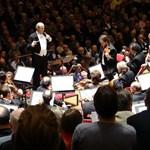 Árva gyerekeknek adott koncerteket a világhírű zenekar