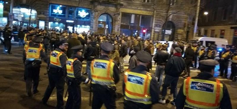 Tüntetők bírságát engedte el a bíróság, jogszerűtlen volt a rendőrség