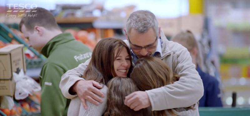 Megható videóval köszönti az apákat a Tesco