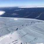A vastag jég miatt visszafordult a jégselfet kutató hajó