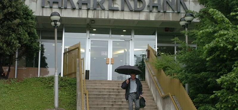 Március végéig eladja az állam a Takarékbankot