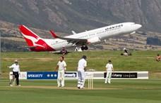 Kidobja az összes műanyag evőeszközt a Qantas a gépeiből, persze nem a levegőben