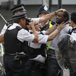 Netre feltöltött képek alapján azonosítják a londoni zavargókat