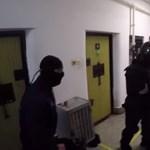 Elbarikádozta magát egy elítélt a solti börtönben, kommandósok teperték le – videó