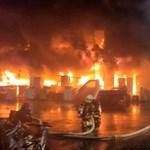 Tűzvész pusztított egy tajvani toronyházban, legalább 14-en meghaltak és 51-en megsérültek