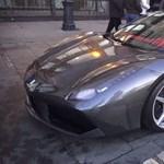Meglepte magát egy új Ferrarival Budapesten Josh Cartu is