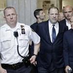 Ejtették az egyik vádpontot Harvey Weinstein ügyében