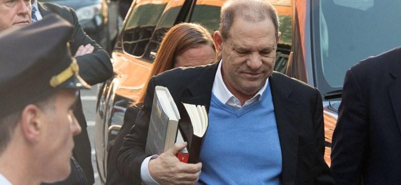 A zaklatással vádolt Harvey Weinstein már a bíróságon