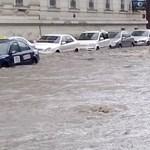Fotók: derékig ér a víz a Bem térnél