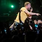 Gorillaz a Szigeten: profizmus sárga pólóban