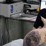 Mindeközben Oroszországban már tetoválják a macskákat