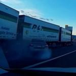 Meg akart lépni a rendőrök elől, komoly balesetet okozott az autós – videó